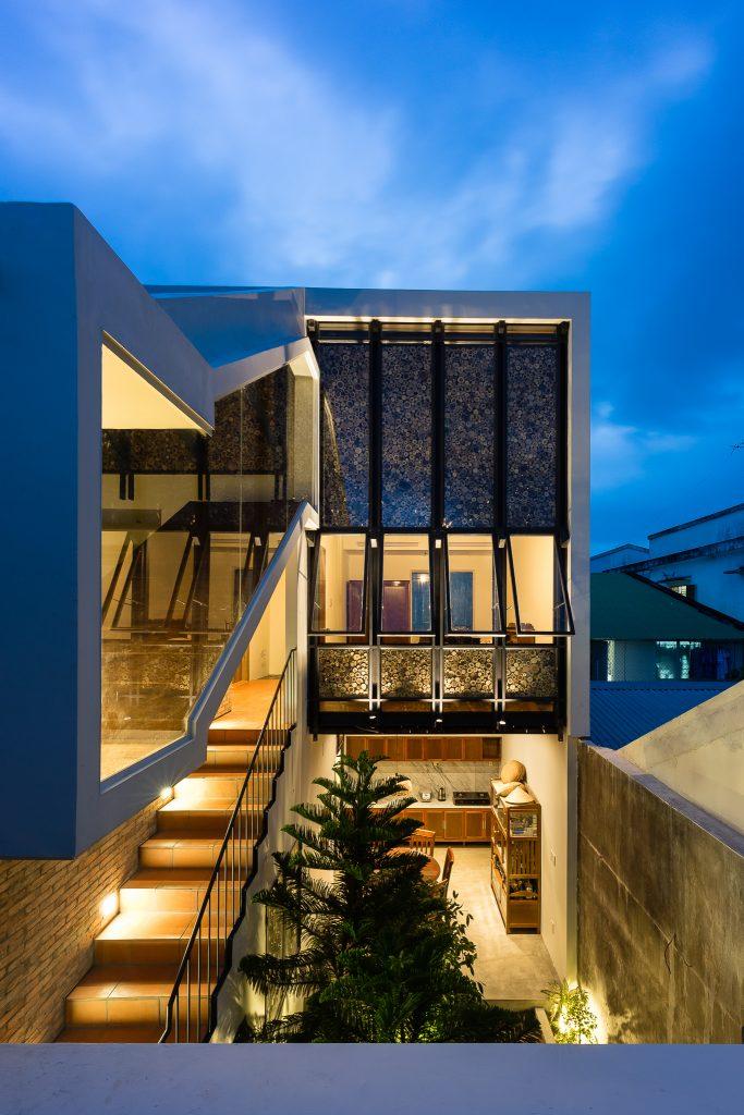 mặt đứng nhà lô phố 2 tầng 150 m2.