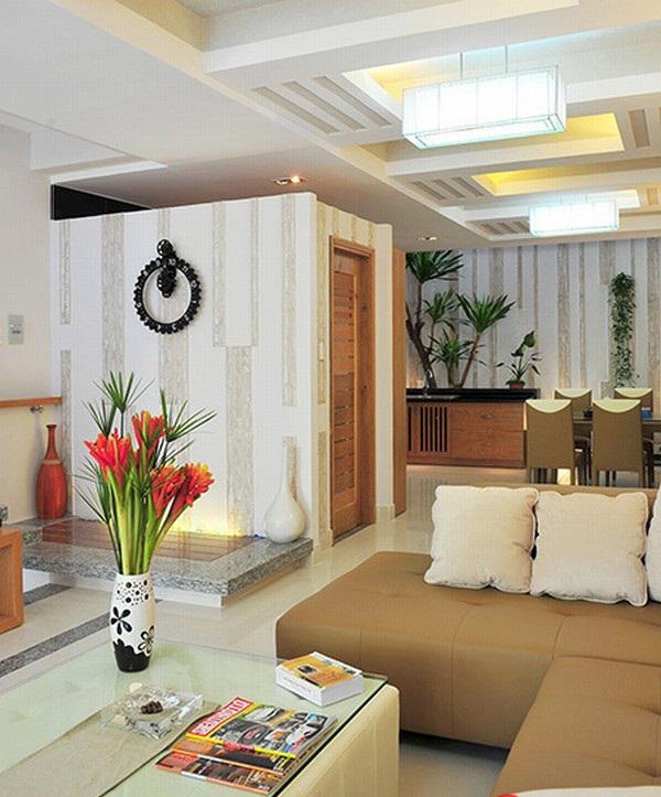 Không gian nội thất phòng khách tầng trệt mẫu nhà ống 3 tầng 5,3x18m
