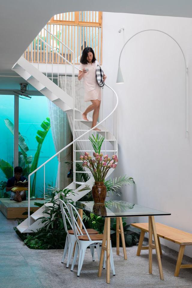 cầu thang trong nhà lô