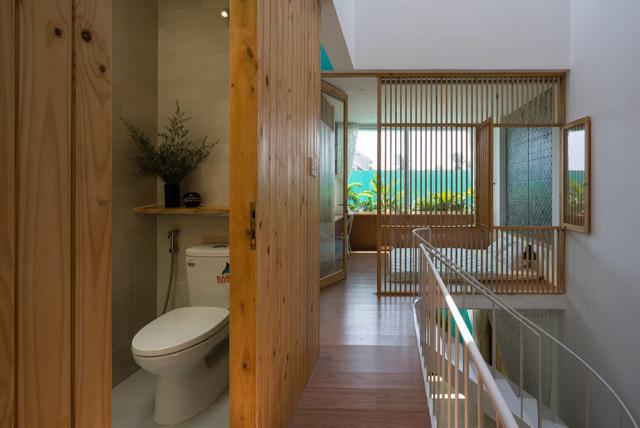 nhà vệ sinh trong nhà lô